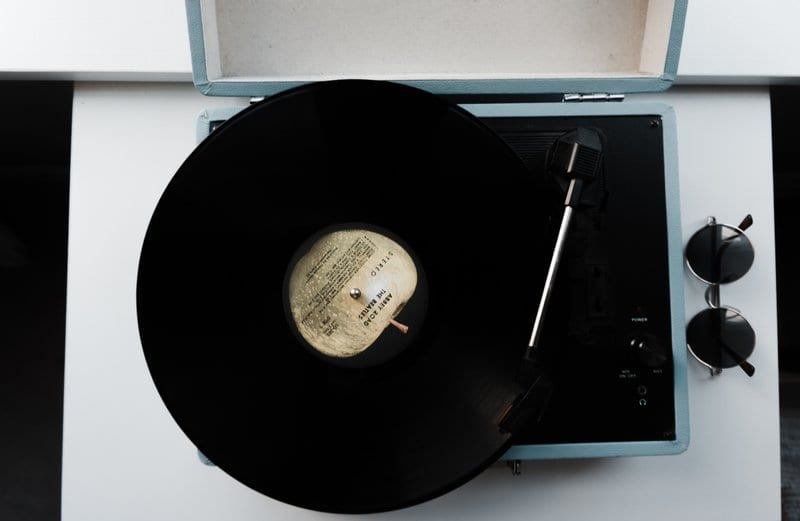 vinyl on a record player, EP definition, What does EP stand for What does EP mean in music