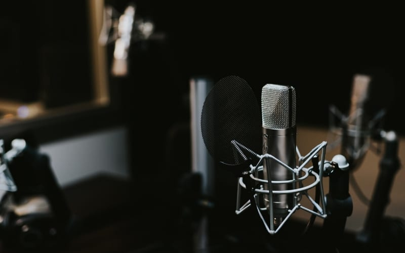 microphone in the recording studio