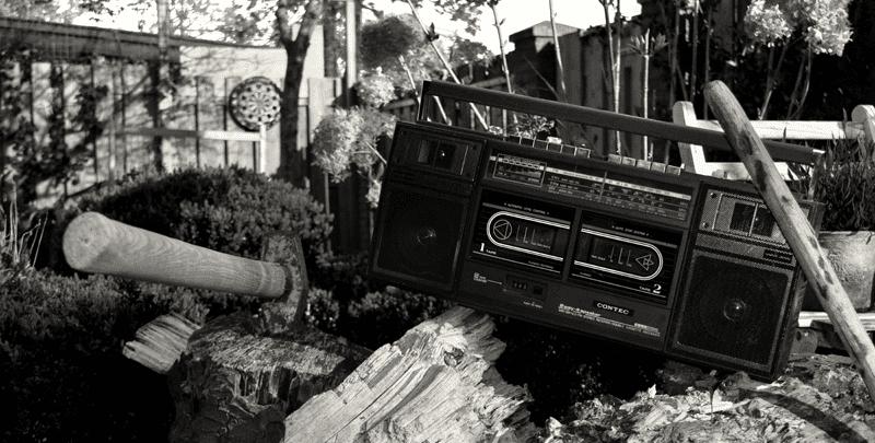 vintage-retro-radio-axe-895