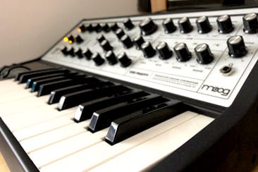 What is a Synthesizer – The Beginners Guide: Together in Electric Dreams