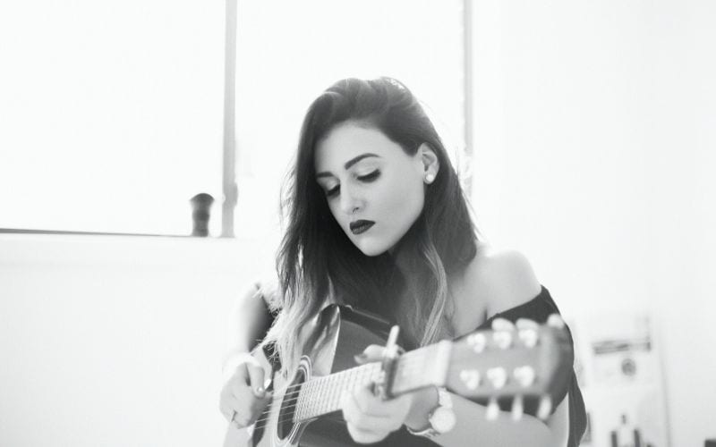 girl playing guitar live stream