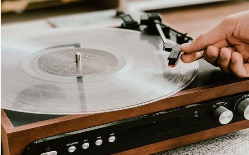 old school vinyl player