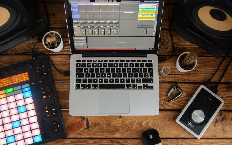 laptop with beat maker