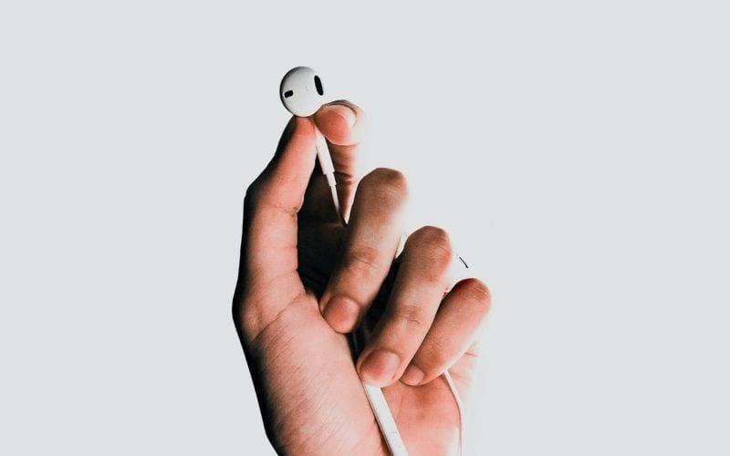 hand holding earphone