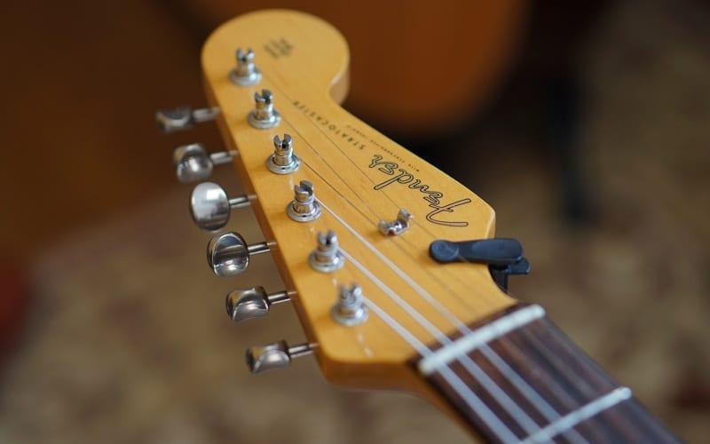 guitar head tuning pegs