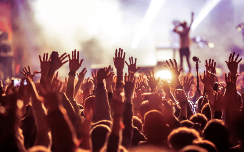 concert etiquette rules support band crowd