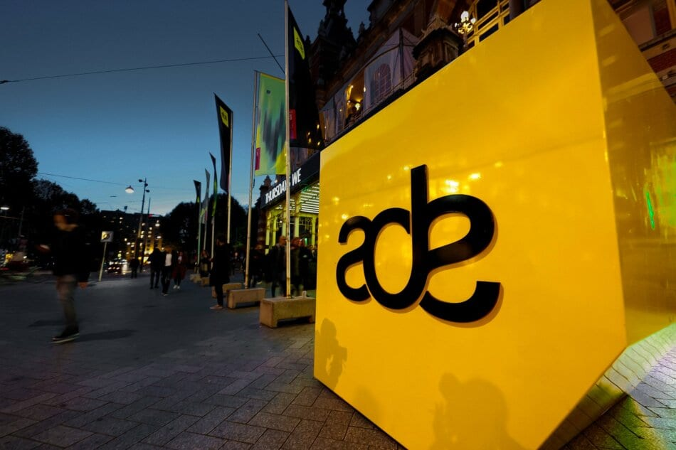 3D ADE sign outside.