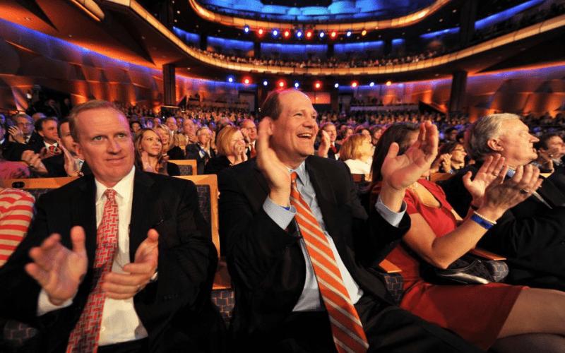 crowd clapping concert etiquette