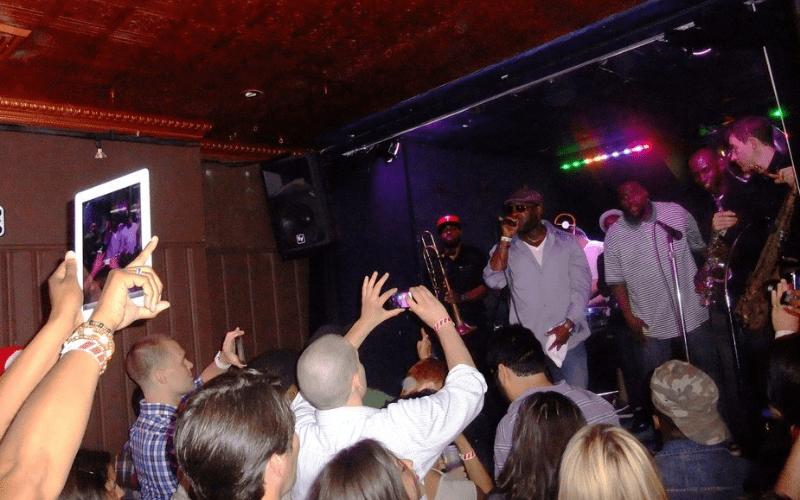 concert etiquette ipad in crowd