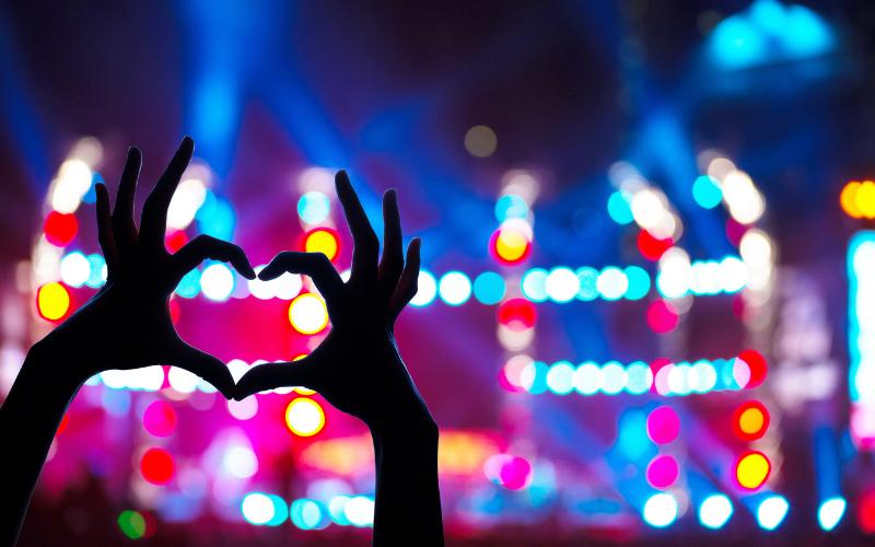 love heart at concert etiquette