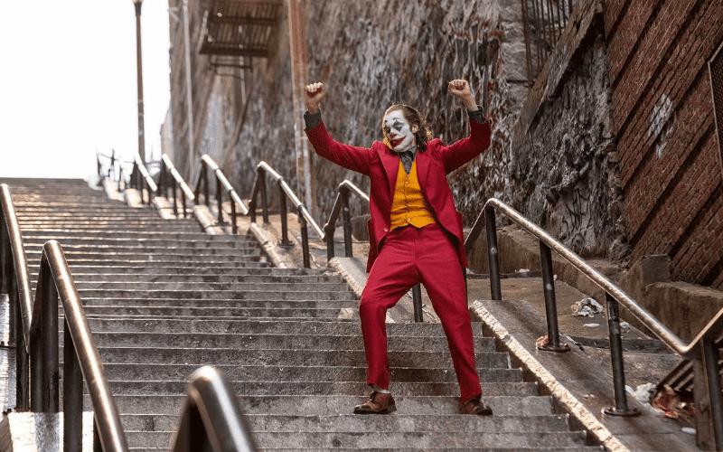 joaquin pheonix in joker dancing on steps