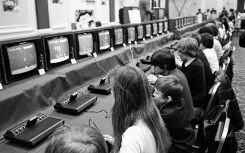 space invaders competition esports with gamers