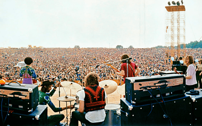 joe cocker at woodstock 1969 on stage with crowd