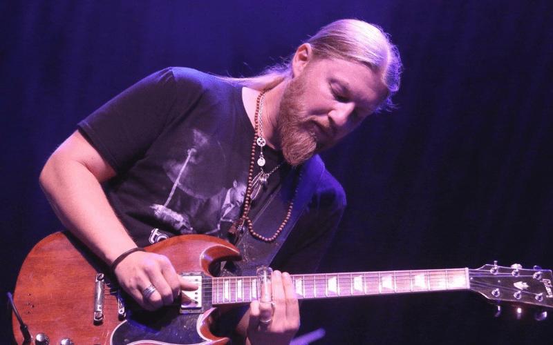 derek trucks playing slide guitar