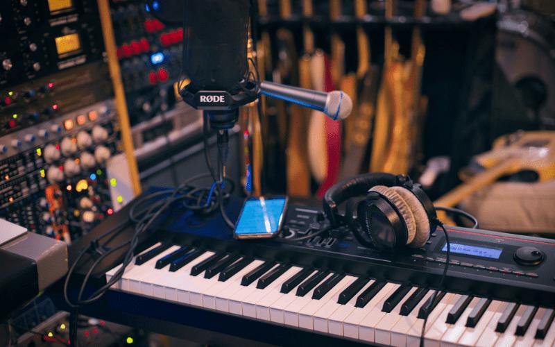 keyboard and microphone
