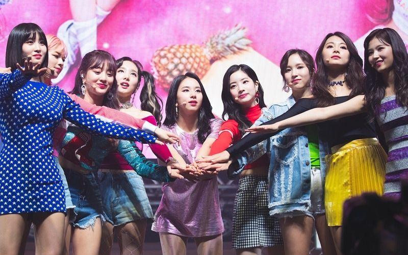 TWICE girl band k-pop