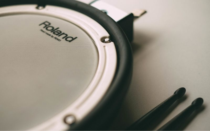 Roland drum pad and sticks